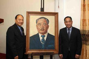 Bảo tàng Mỹ thuật Việt Nam bàn giao tác phẩm mỹ thuật sau tu sửa cho Bảo tàng Kaysone Phomvihane