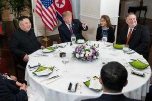 Người phụ nữ có mặt trong hai cuộc gặp riêng giữa ông Trump và ông Kim