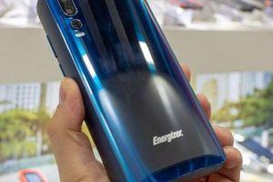 Smartphone pin trâu nhất thế giới, thời gian chờ đến... 50 ngày