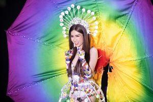 Đỗ Nhật Hà gây tranh cãi với trang phục dân tộc tại Hoa hậu Chuyển giới Quốc tế