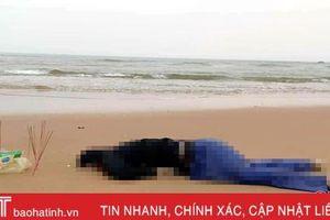 Phát hiện thi thể nam, khoảng 40 tuổi trôi dạt vào biển Kỳ Xuân