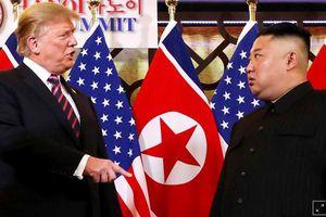 Điều ẩn sau ngôn ngữ cơ thể của ông Trump và ông Kim tại Hà Nội