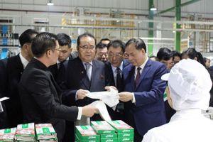 Đoàn Triều tiên thăm nhà máy sản xuất bao bì ở Hải Dương