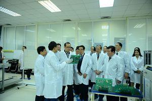 Phái đoàn cấp cao của Triều Tiên đến thăm tổ hợp nghiên cứu, sản xuất thiết bị dân sự của Viettel