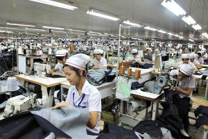 Lương công nhân may không đủ trang trải cuộc sống
