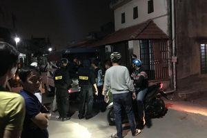 TP.HCM: Bị hàng xóm đuổi chém trong đêm, chồng cố gắng đỡ dao cho vợ bầu và con nhỏ dẫn đến bị thương