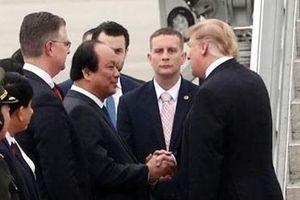 Tổng thống Trump ra sân bay, lên đường về Mỹ