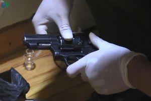 Đột kích nơi ở của đầu nậu ma túy, thu giữ số lượng lớn ma túy và súng