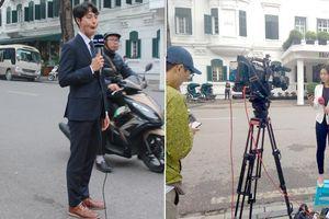 Thượng đỉnh Mỹ - Triều: Ảnh độc đáo hậu trường tác nghiệp của phóng viên quốc tế khiến ai cũng bật cười