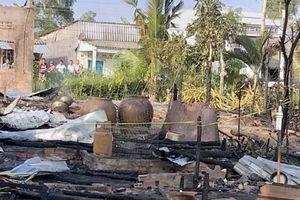 3 căn nhà cháy rụi trong đêm, một người chết