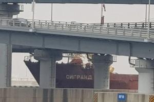 Hàn Quốc: Tàu Nga đâm vào thành cầu ở Busan, nghi do thuyền trưởng say xỉn