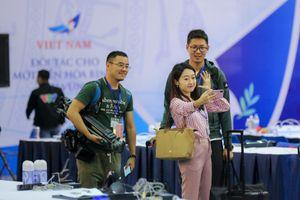 Những nữ phóng viên xinh đẹp tác nghiệp tại Thượng đỉnh Mỹ-Triều
