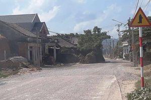 Dân 'ôm xăng' đòi yêu sách GPMB, dự án chậm tiến độ