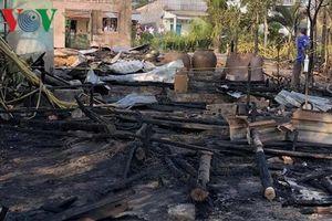 Hỏa hoạn thiêu rụi 3 căn nhà trong đêm, làm 1 người chết