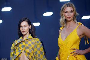 Karlie Kloss tỏa sáng trên sàn thời trang Paris bên chị em nhà Hadid