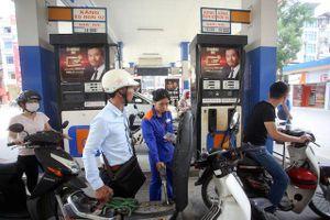 Xả quỹ ở mức cao, giá xăng dầu vẫn tăng gần 950 đồng/lít
