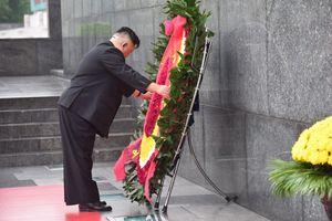 Ông Kim Jong Un tới viếng đài liệt sĩ và lăng Chủ tịch Hồ Chí Minh