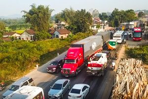 Tai nạn liên hoàn, quốc lộ 1 ách tắc gần 3 km