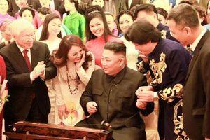 Chủ tịch Kim Jong Un gẩy đàn bầu trong chương trình nghệ thuật tại Hà Nội