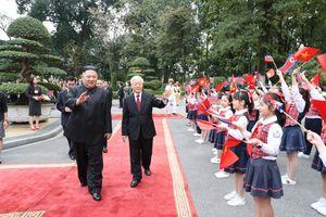100 học sinh quận Hoàn Kiếm tươi tắn chào đón Chủ tịch Triều Tiên Kim Jong Un
