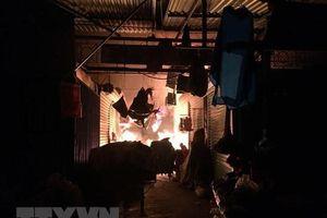 Kiên Giang: Cháy chợ giữa đêm khuya, khoảng 30 kiốt bị thiêu rụi