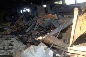 30 ki ốt chợ Cà Nhung cháy rụi trong đêm
