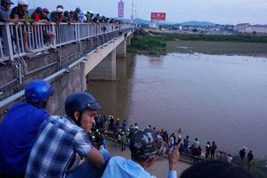 Kon Tum: Đi tắm sông, hai em 11 tuổi bị mất tích trên dòng Đăk Bla