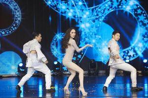 Ngày này năm trước: Hương Giang hát live 'như thần' giật giải Tài năng - Nhật Hà có làm nên chuyện?