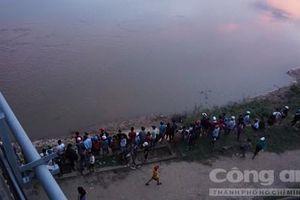 Tìm thấy thi thể hai học sinh lớp 5 bám đuôi bò để qua sông