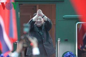 Khoảnh khắc Chủ tịch Kim Jong-un lên tàu bọc thép rời Việt Nam về nước