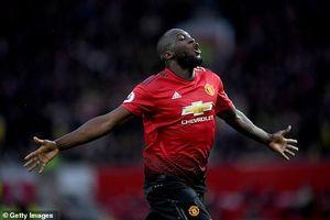 Lukaku ghi 2 bàn tuyệt đẹp, MU trở lại top 4 Ngoại hạng Anh