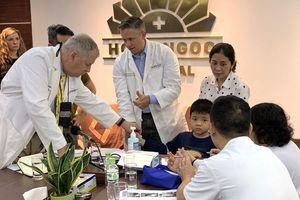 Đoàn bác sĩ Mỹ phẫu thuật dị tật miễn phí cho trẻ em tại Việt Nam