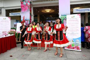 Cuối tuần nhộn nhịp với lễ hội hoa hồng Bulgaria