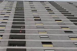Đến nhà người thân chơi, bé trai rơi từ tầng 7 chung cư