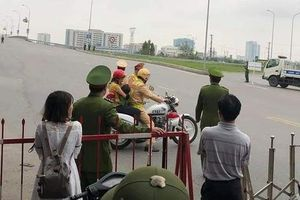 Cấm đường tiễn đoàn Chủ tịch Kim Jong-un, CSGT dùng xe đặc chủng đưa 2 mẹ con đi cấp cứu