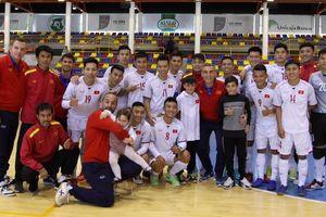 Đội tuyển futsal Việt Nam thua CLB UMA Antequera 4-5