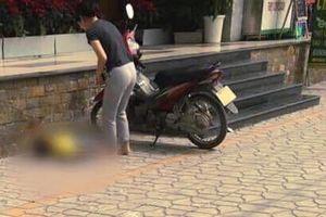 Thương tâm bé trai rơi từ ban công xuống đất tử vong ở Hà Nội