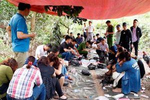 Khởi tố nhóm nam nữ tham gia sới bạc 'khủng' trong rừng sâu ở Hà Tĩnh
