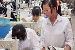 Hàng triệu lao động nữ ngành dệt may đang sống lay lắt vì lương thấp