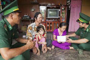 Bộ đội biên phòng nâng bước trẻ em nghèo vùng biên