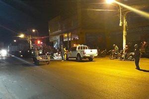 TP. HCM: Người dân bàng hoàng khi thấy nam thanh niên đi bộ lao vào xe ben tự tử