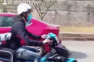 Quái xế trổ tài bốc đầu, bạn gái ngồi sau ngã sấp mặt