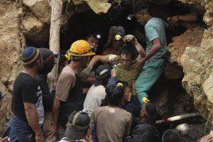 Hơn 100 người mắc kẹt trong vụ sập mỏ vàng ở Indonesia