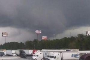 Mỹ: Lốc xoáy khủng khiếp khiến hàng chục người chết, 3.000 người ảnh hưởng