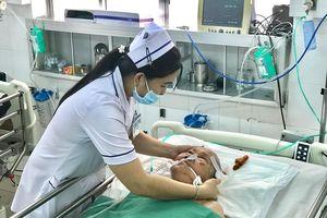 Mổ thâu đêm cứu sống Mẹ Việt Nam Anh hùng bị u não kích thước lớn