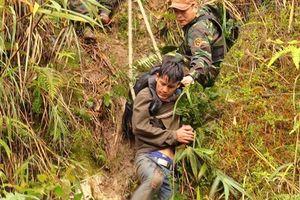 Nóng: Bắt thanh niên Lào mang 60.000 viên hồng phiến vào Việt Nam