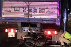 Xe máy rúc gầm xe tải đang đỗ ven đường, nam thanh niên chết thảm