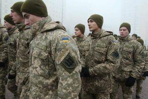 Tổng thống Ukraine Poroshenko tăng tiền hỗ trợ cho binh sĩ ở tiền tuyến