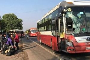 Hai xe tông nhau trên QL, hàng chục hành khách hoảng loạn