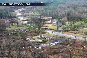 Lốc xoáy kinh hoàng cuốn phăng nhà cửa, quật đổ cây cối tại Mỹ